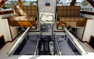 Ellis Cantilevered Seats - Face in either direction, adjust up/down… nice when someone needs to access the engine.
